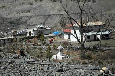 An overview of the area near the main gate of Muktinath.