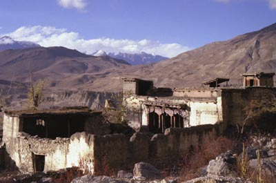 Picture of old walls of Sangdo Gompa